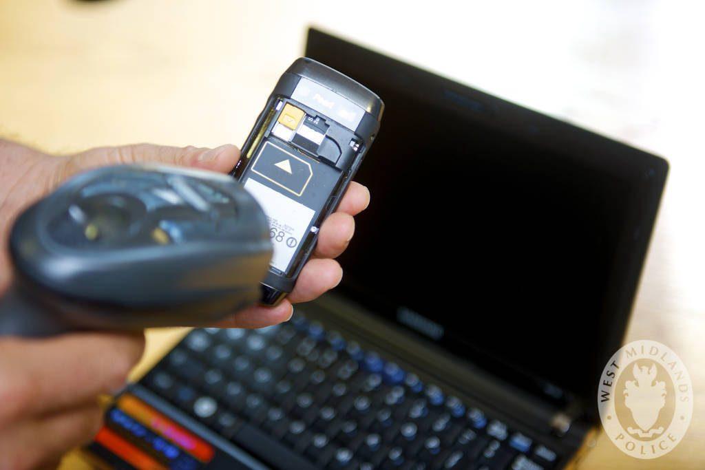 Obrázek: Past na hazardující řidiče: Policie díky technologii zjistí, zda jste se před bouračkou dotýkali telefonu