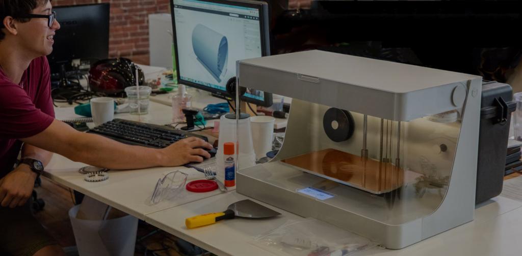 Obrázek: Vědci slaví úspěch, vytiskli funkční raketový motor z plastu