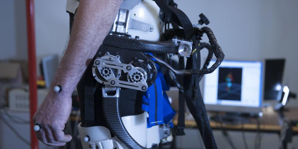 Obrázek: Konec zranění, robotické kraťasy nás uchrání před pádem