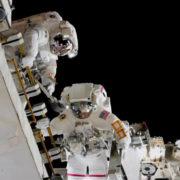 Obrázek: Nad modrou planetou: Podívejte se, jak astronauti pracují na ISS – zvenčí